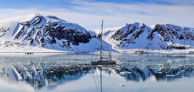 svalbarda-scialpinismo-barca
