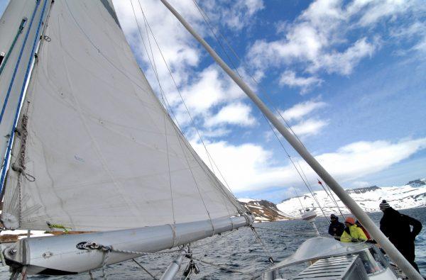 svalbard-scialpinismo-barca-4